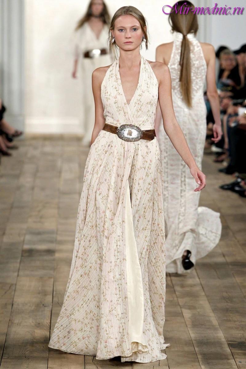 518c64dd132d Elegante e incredibilmente femminili abiti estivi in stile greco si trovano  nelle collezioni di Alberta Ferretti