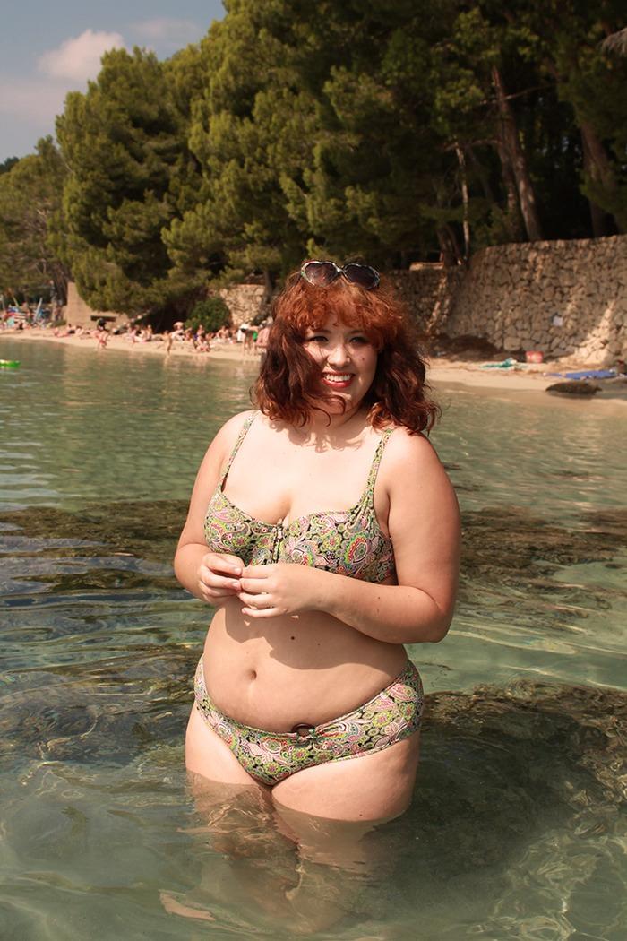 Смелые полные женщины в купальниках - - Территория