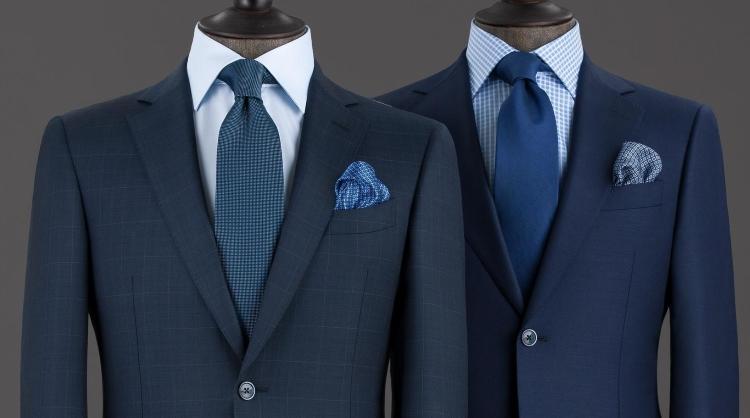 Giacca blu camicia celeste cravatta